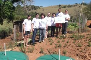 Conexão Jaboti de Socorro participando da entrega de fossa biodigestora a uma família do campo
