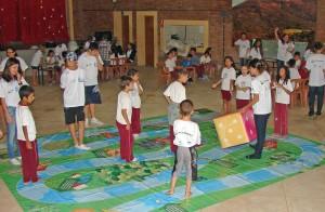 Conexão Jurepa de Joanópolis ministrando atividades de educação ambiental em uma escola rural