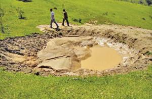 Barraginha retendo água da chuva